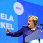 Merkel Orbán védelmére kelt