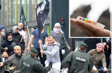 Cuki karkötő terroristák ellen!