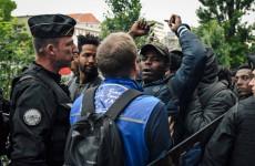 Ingyenlakásokat és nyelvórákat kapnak a migránsok Franciaországban