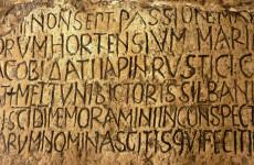 Robban a latin nyelvi bomba