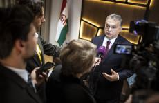 Orbán testével védte a demokráciát