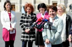 Az ellenzéki hölgykoszorú újra támadásba lendült