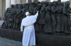 Végre egy újabb szobor ékesíti a Szent Péter teret