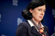 Kitiltották Oroszországból David Sassolit és Vera Jourovát is