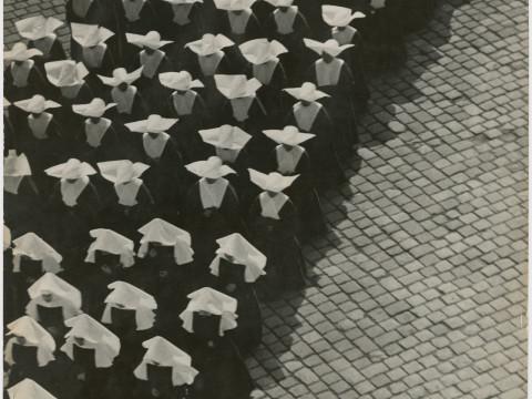 Fotó: Vadas Ernő: Körmenet, 1938 © Magyar Fotográfiai Múzeum