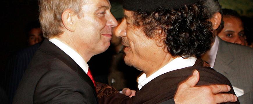 Kadhafi haverja demokráciát játszik