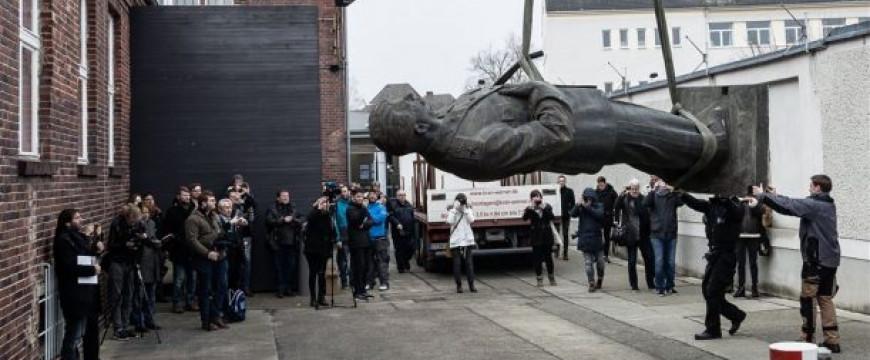 Lovas István: Berlinben öt méter magas Sztálin-szobrot lepleznek le