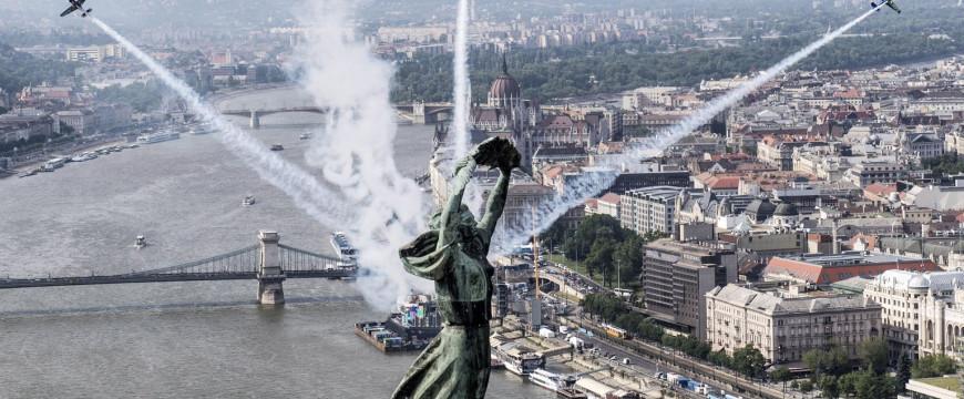 Budapest adja a világ egyik legszebb hátterét a repülés Forma–1-ének