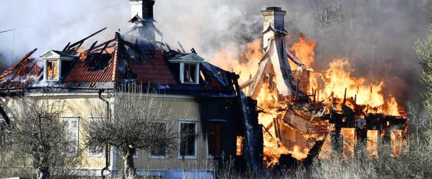 Véletlenül leégett egy svéd bevándorlásellenes politikus kastélya