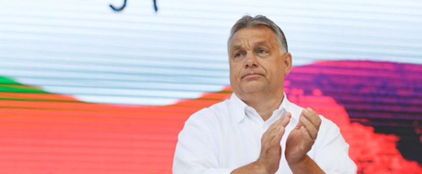 Orbán nyerésben van és élvezi