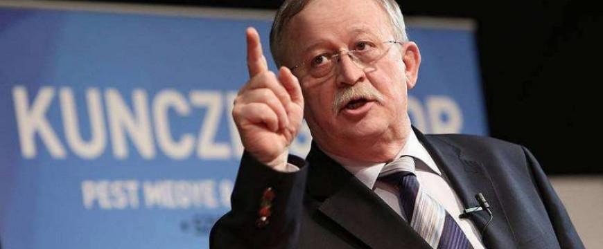 Kuncze Gábor mindenre kapható, ami Orbánnak árt