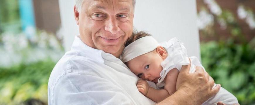 Orbán a szeretetből is példát mutatott