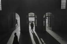 Fotó: Roman Vishniac: Untitled [Interior of the Anhalter Bahnhof, a railway terminus near Potsdamer Platz, Berlin] late 1920s – early 1930s © Mara Vishniac Kohn Courtesy International Center of Photography